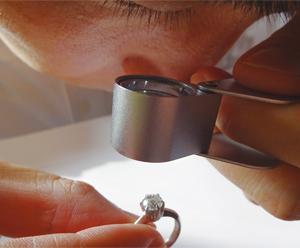ダイヤモンドなどの実物を使って実習ができる貴重な勉強会